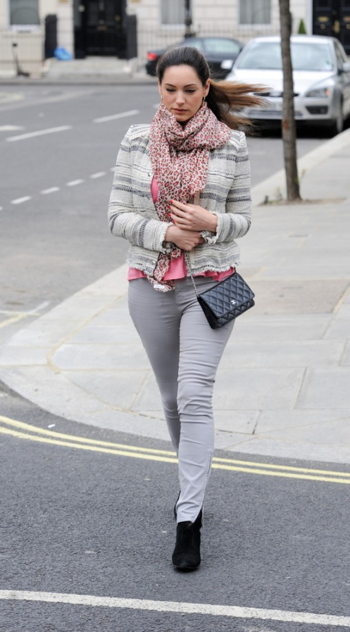 Kelly-Brook---out-in-London--07