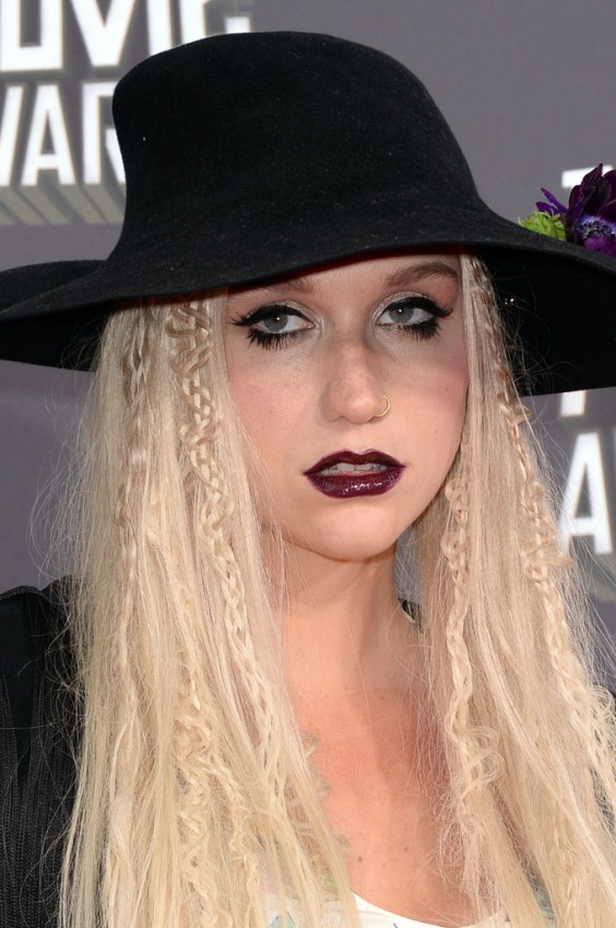 Kesha---2013-MTV-Movie-Awards--06