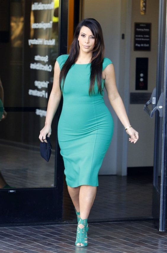 KIM KARDASHIAN SEEN LEAVING THE STUDIO