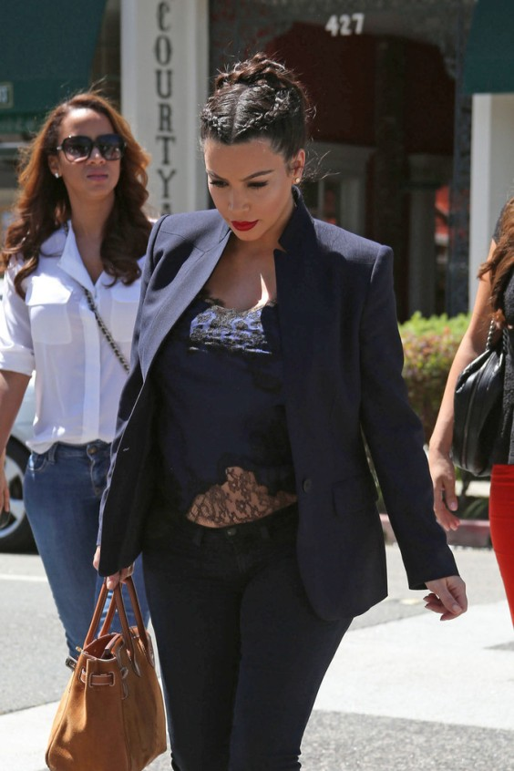 Kim-Kardashian---Out-and-about-in-LA--01