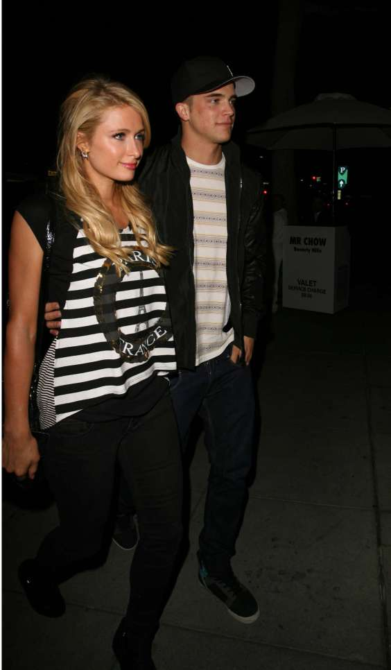 Paris-Hilton-dines-at-MrChoe-in-Beverly-Hills--02