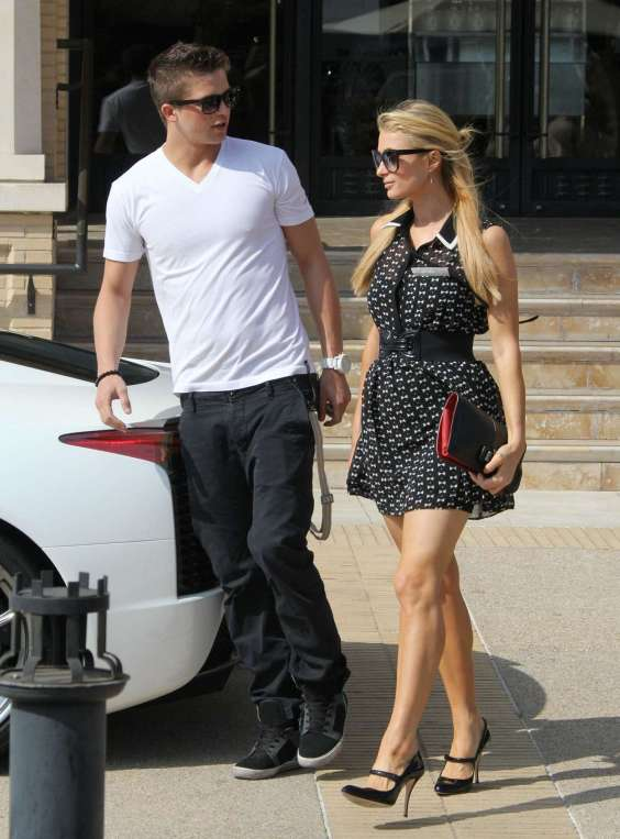 Paris-Hilton---Shopping-Candids--17