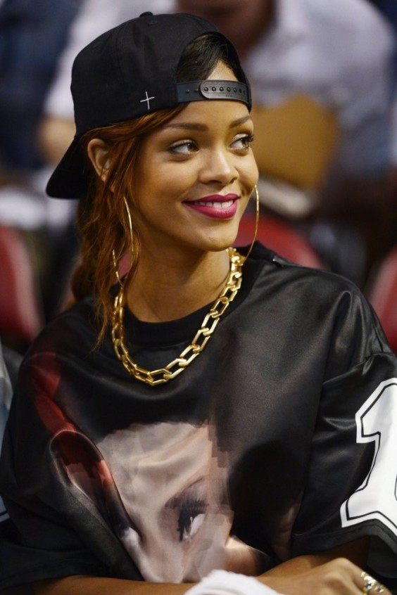 Rihanna-at-Miami-Heat-Game--15