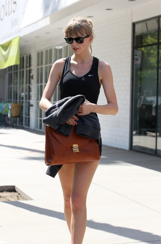 EXCLUSIVE: Taylor Swift leaves the Tracy Anderson gym in Studio City, CA