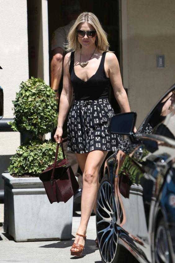 Ali-Larter---wearing-a-short-skirt--01