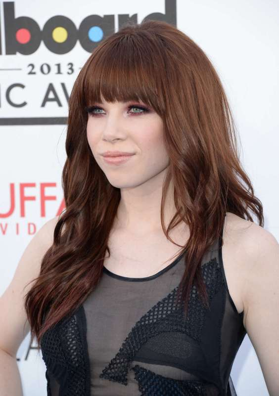 Carly-Rae-Jepsen-at-the-2013-Billboard-Music-Awards-in-Las-Vegas--20