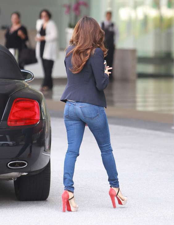 Eva-Longoria-In-Jeans-out-in-LA-12