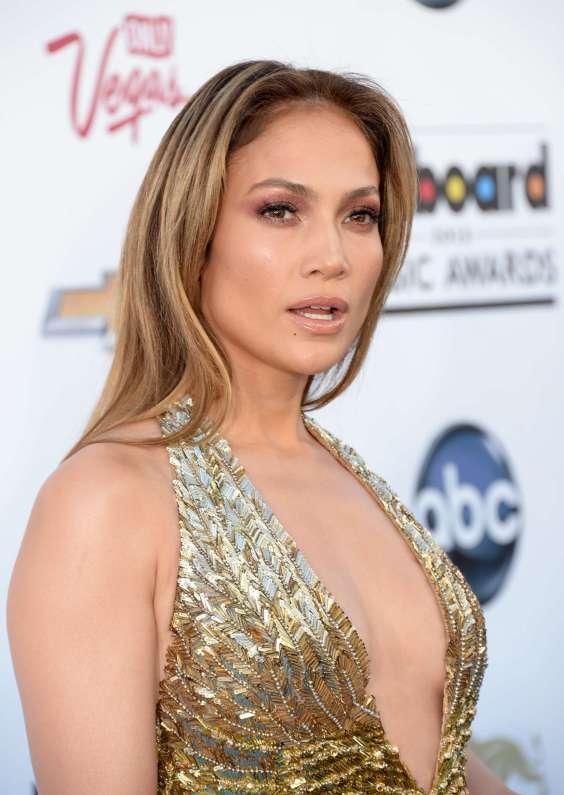 Jennifer-Lopez---2013-Billboard-Music-Awards-in-Las-Vegas-31