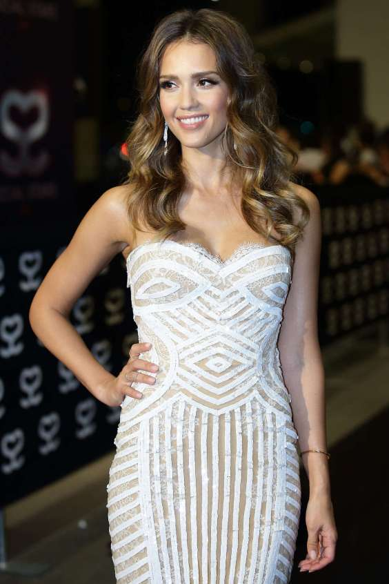 Jessica-Alba---Social-Star-Awards-in-Singapore--01