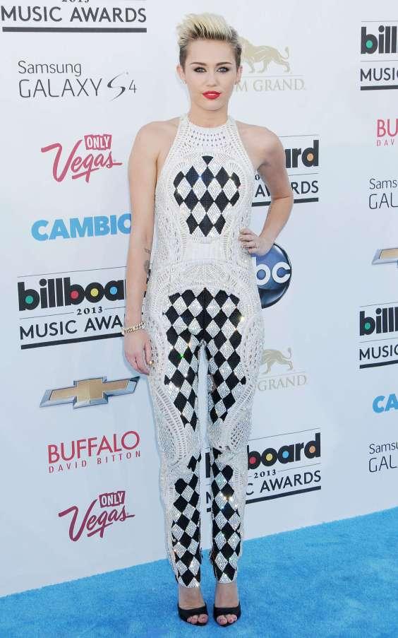 Miley-Cyrus---2013-Billboard-Music-Awards-in-Las-Vegas--07