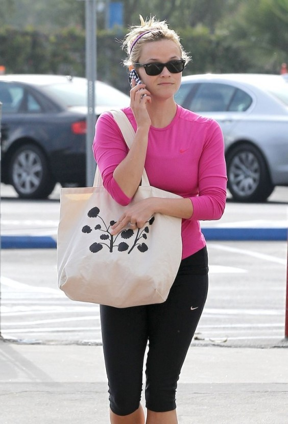 Reese-Witherspoon-at-a-Gym-in-Brentwood--07