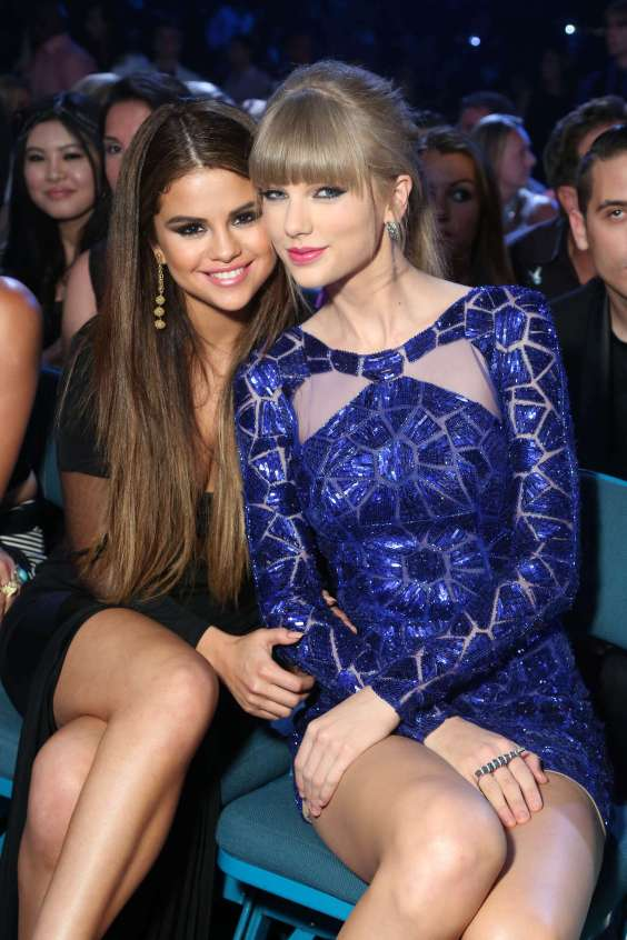 Selena-Gomez-and-Taylor-Swift---2013-Billboard-Music-Awards-in-Las-Vegas-07