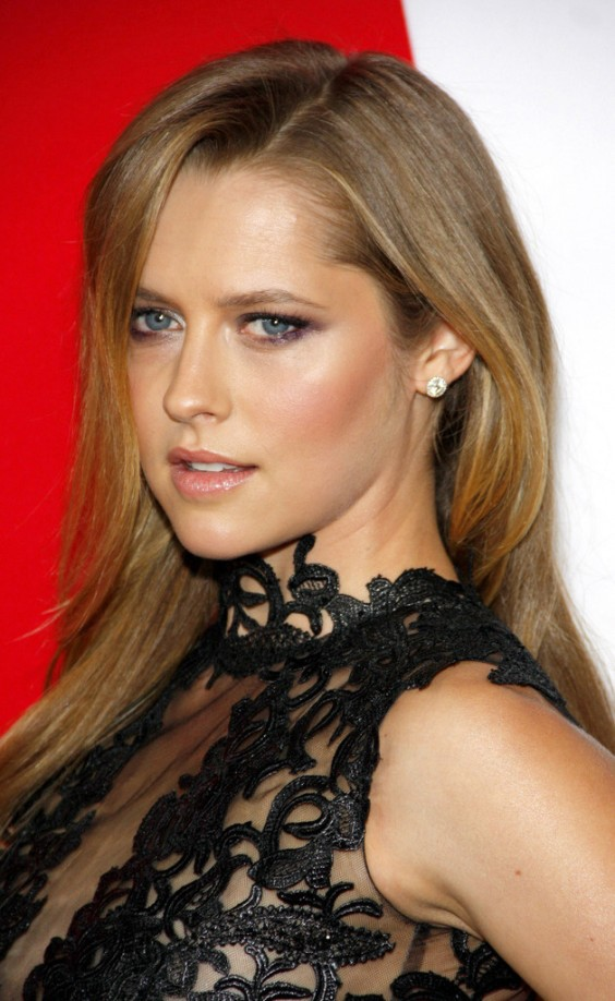 Teresa-Palmer-at-premiere-of-Warm-Bodies-in-LA--07