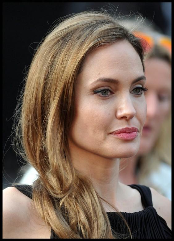 Angelina-Jolie-at-World-War-Z-premiere-in-London--17