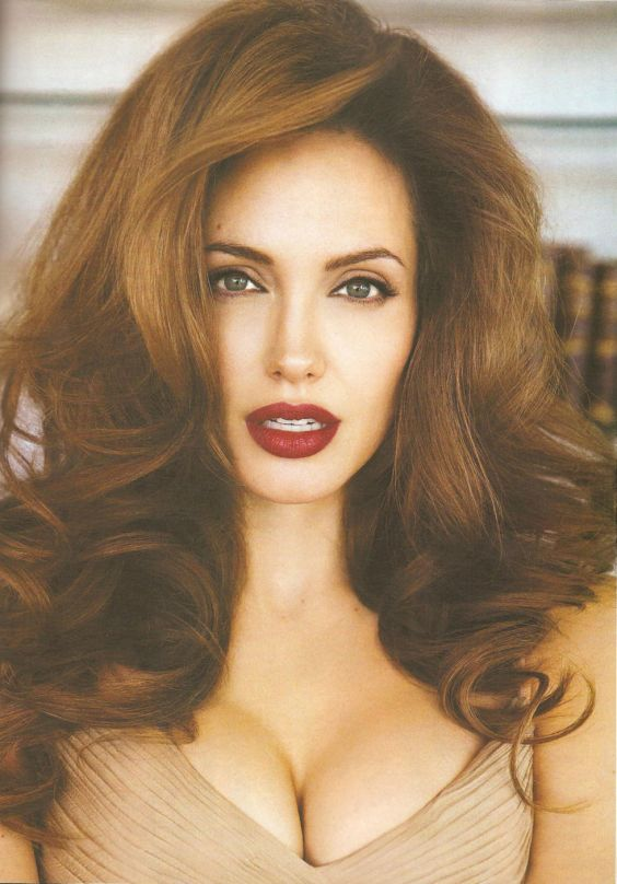 angelina-jolie-vanity-fair-magazine-italy-october-2008-01