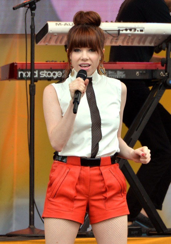 Carly-Rae-Jepsen---Performs-on-GMA--15
