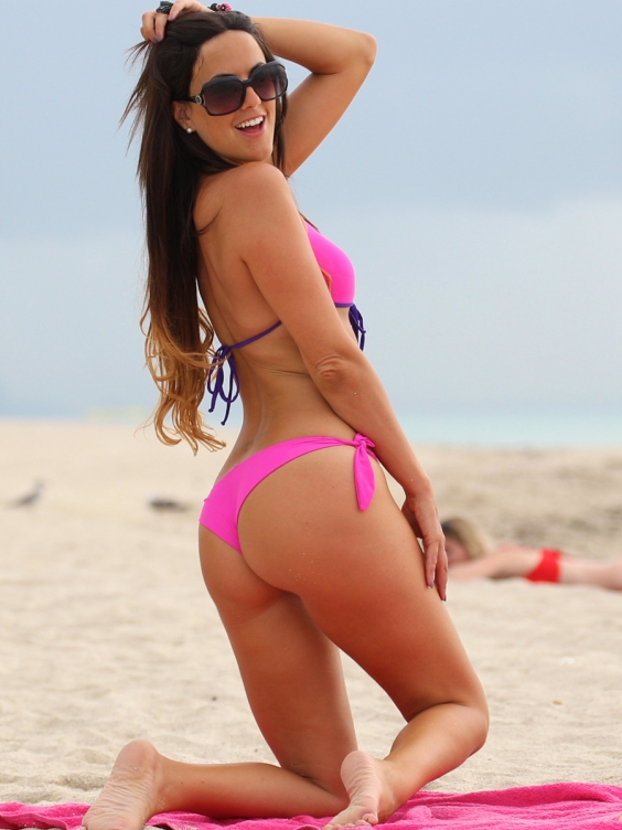 Claudia-Romani-in-a-Pink-Bikini-on-Miami-Beach--01