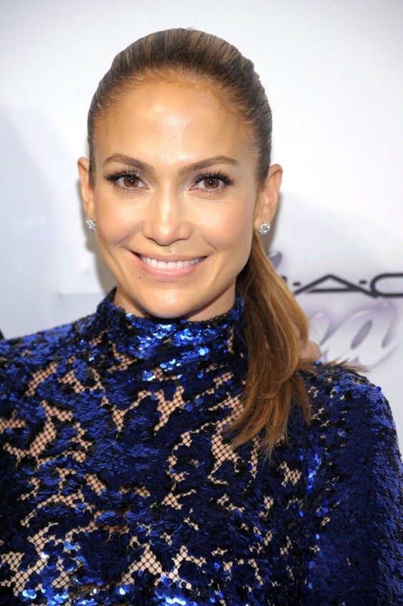 Jennifer-Lopez---4th-Annual-amfAR-Inspiration-Gala-in-NY--06