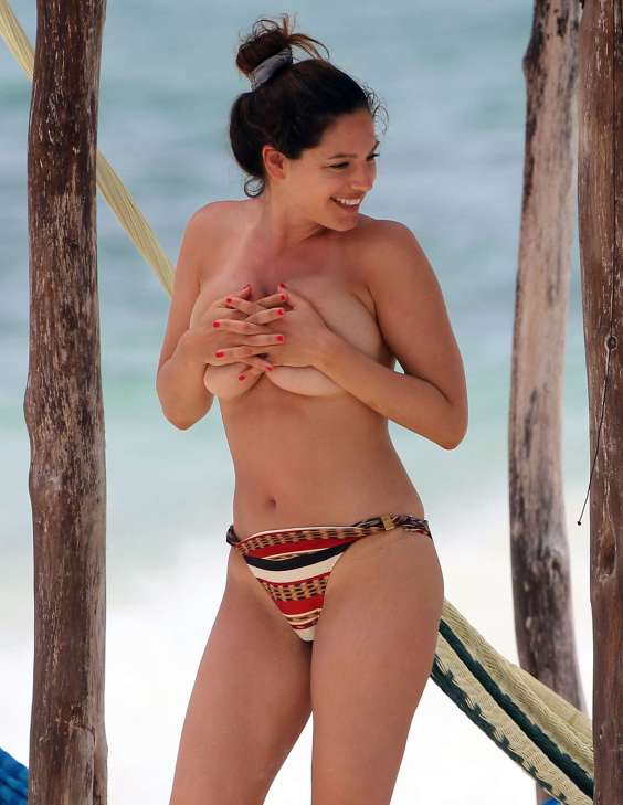 Kelly-Brook---Wearing-Bikini-in-Cancun-2013--57
