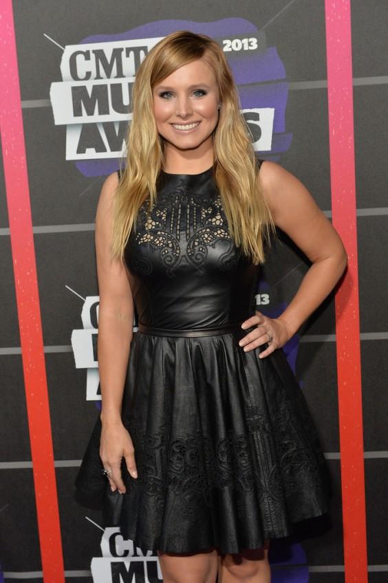 Kristen-Bell---2013-CMT-Music-Awards--03