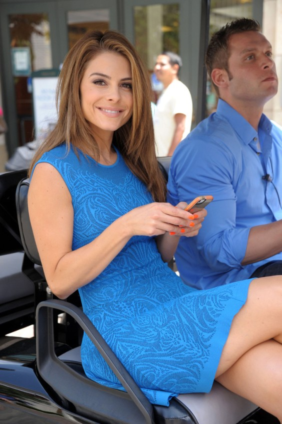 Maria-Menounos-in-a-blue-dress--01